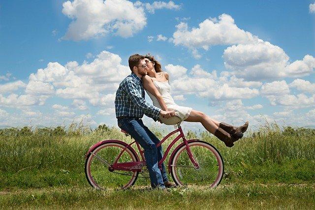 Autumn Style Essentials For A Romantic Bike Ride